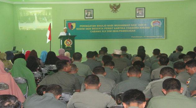 KH Hamid Mannan Munif menyampaikan tausiyah kegamaan di Makodim 0826 Pamekasan pada peringatan Maulid Nabi Muhammad SAW