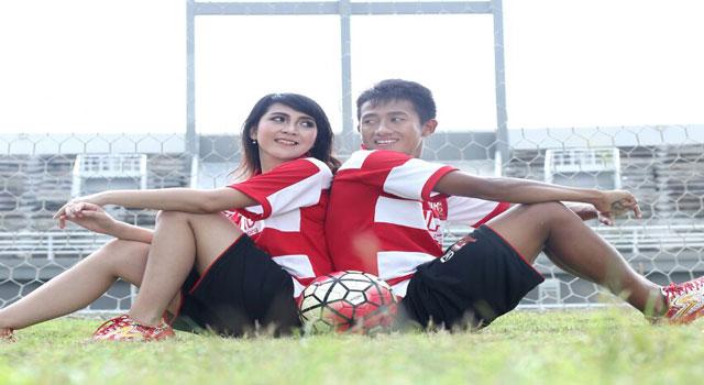 Bayu Gatra Sanggiawan bersama calon istrinya.